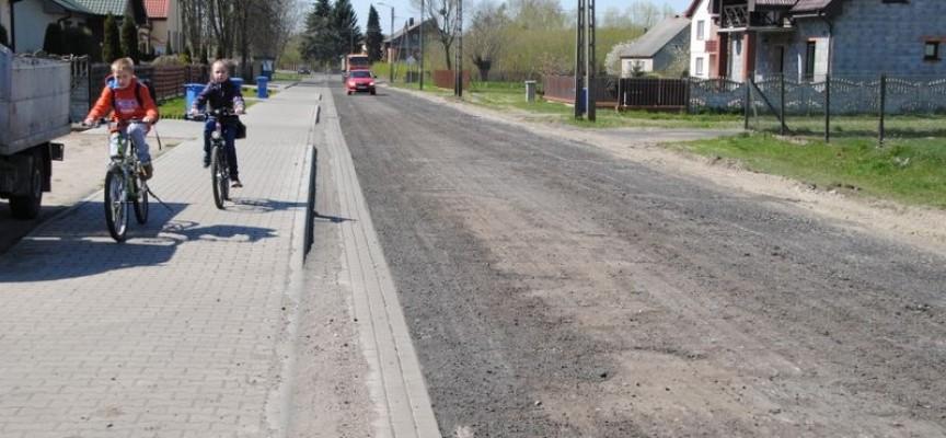 Powiat buduje i remontuje drogi