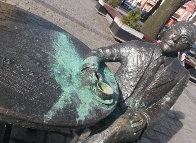 Burmistrz Rowiński oblany zieloną farbą