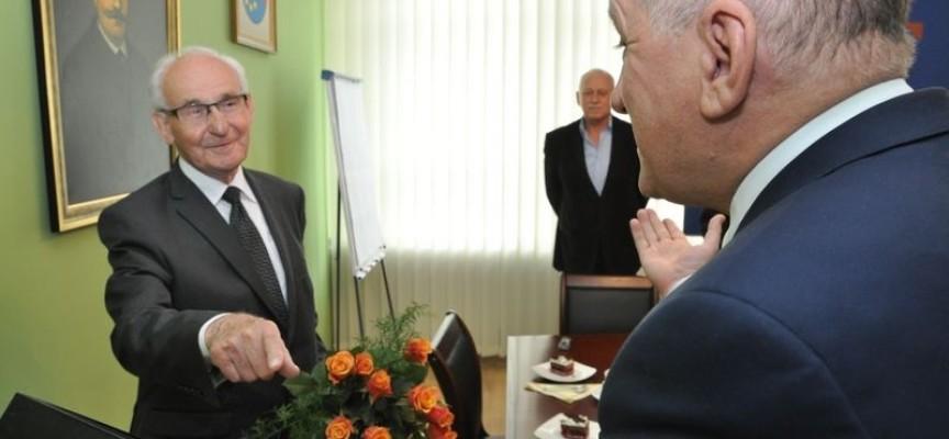 """Dyrektor """"Szkoły Gostomczyka"""" świętuje 85. urodziny"""