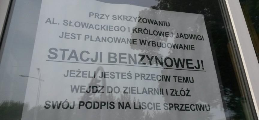 Mieszkańcy zbierają podpisy i nie chcą stacji paliw przy Królowej Jadwigi