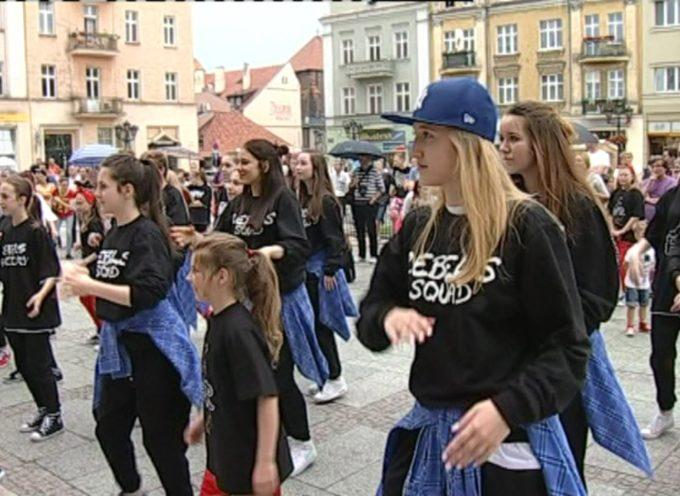 """PARATEATRALIA ULICZNE – """"Street dance i nie tylko"""" – LA STRADA"""