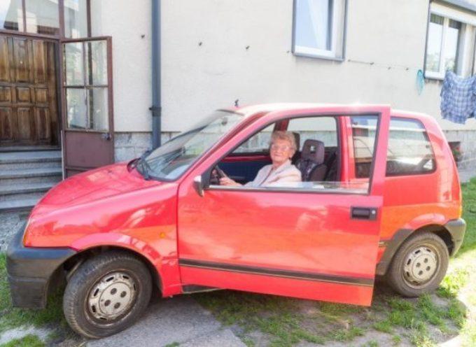 92-latka – nadal cieszy się z jazdy z kółkiem