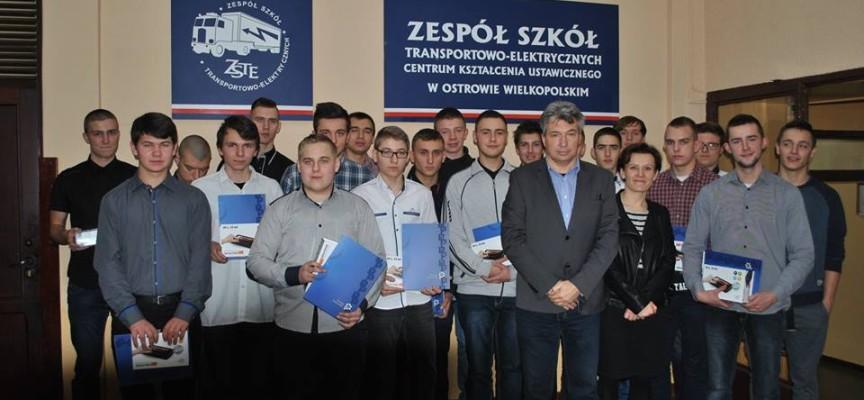 Uczniowie się szkolą za granicą