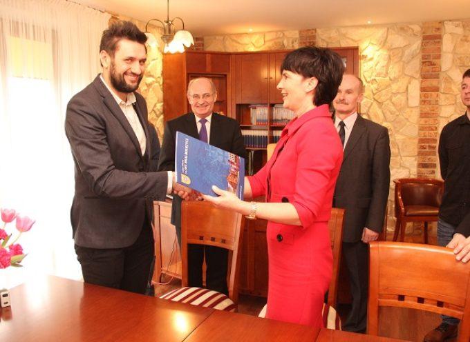 Skalmierzyce podpisały umowę na boisko – za 6 mln złotych