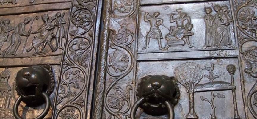 Drzwi Katedry Gnieźnieńskiej w Kaliszu na 1050. rocznicę chrztu