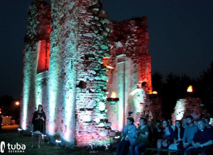 Klimatyczny koncert w ruinach w Skrzebowej