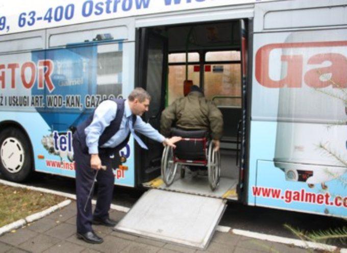 Odklejanie reklam z autobusów MZK