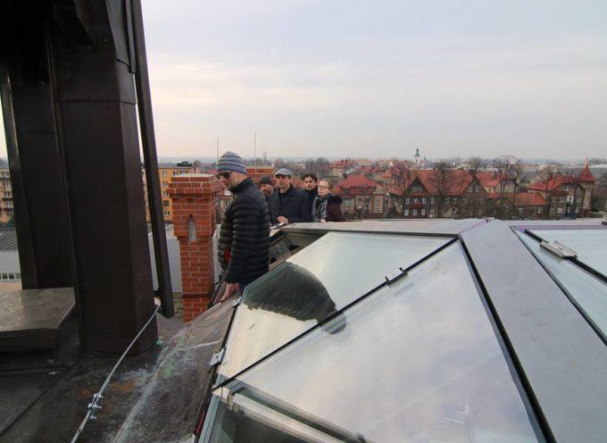 Świetlik na dachu zabytkowego dworca w Nowych Skalmierzycach