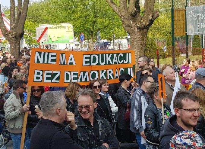 Nauczycielska demonstracja w Ostrowie