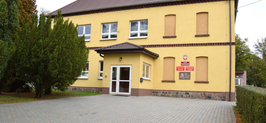Szkoła za szkołą w gminie Ostrów