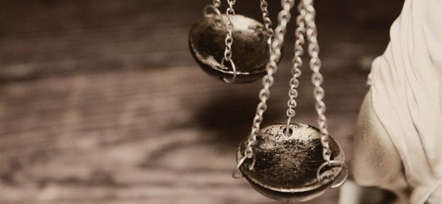 Reforma wymiaru sprawiedliwości w koszmarnej praktyce