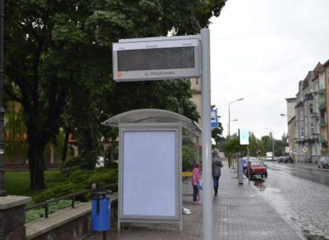 Dwie tablice na przystanku – ul. Głogowska i Plac Bankowy
