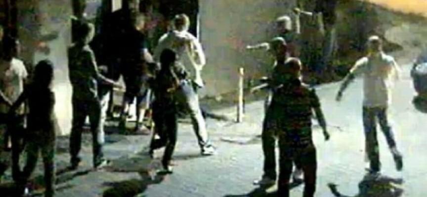 40 mężczyzn z nożami, kijami i kastetami wpada do klubu
