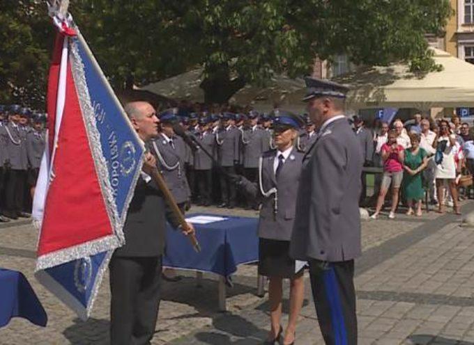 Wielkopolskie święto policji w Ostrowie – uroczystości oficjalne i wręczenie sztandaru.