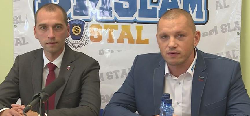 BM Slam Stal na konferencji prasowej w Kaliszu.