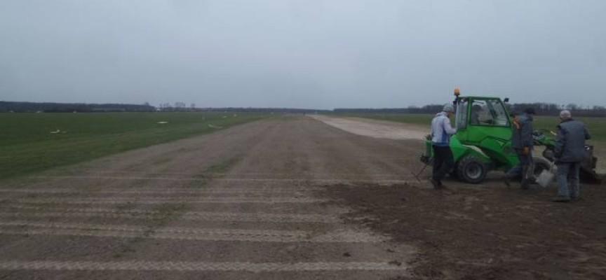 Budują utwardzony pas startowy w Michałkowie