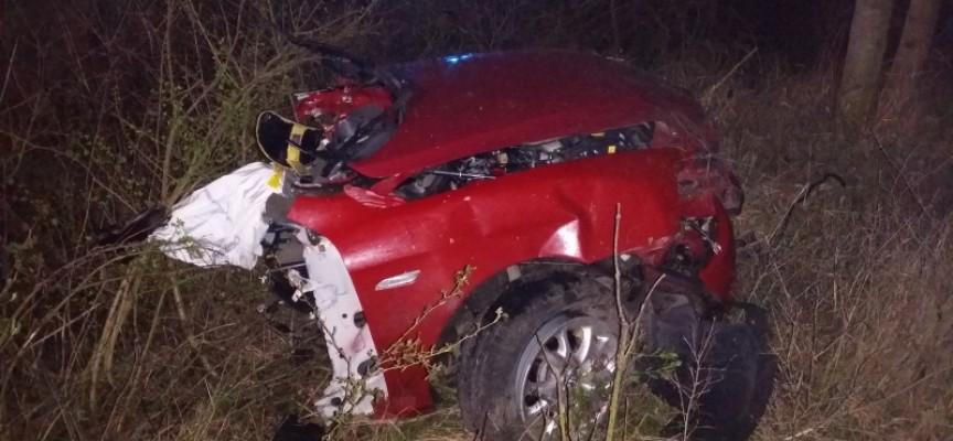 Auto pękło na pół – kierowca nie żyje