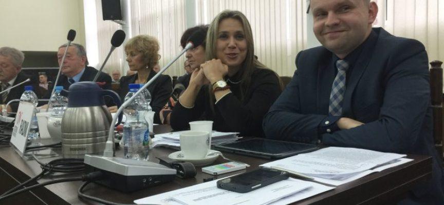 Żenująca dyskusja na sesji – radni (za)walczyli o utrzymanie mandatów