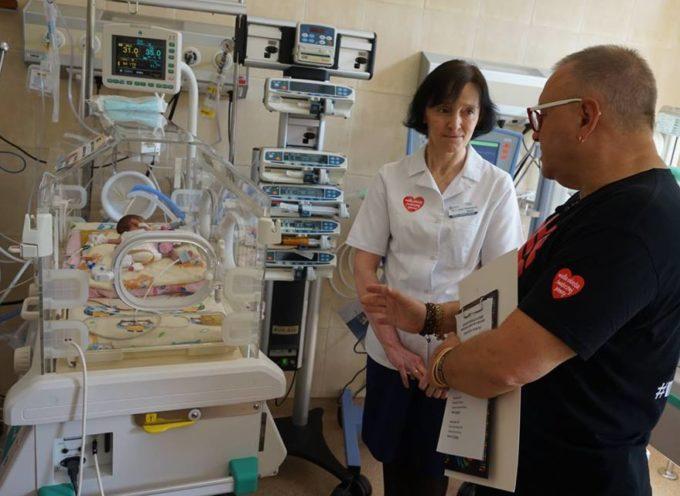 Jurek Owsiak i nowoczesny inkubator hybrydowy