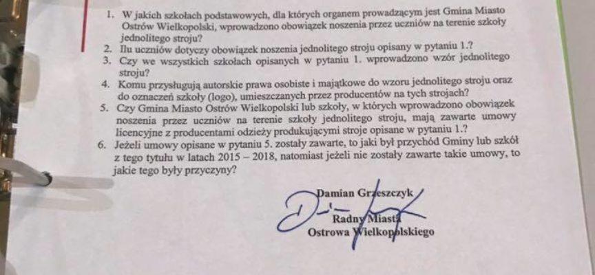 Radny Grzeszczyk dopytuje o mundurki szkolne